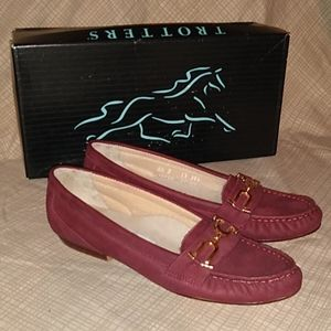 TROTTERS suede Loafers size 6 1/2 S